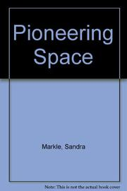PIONEERING SPACE by Sandra Markle